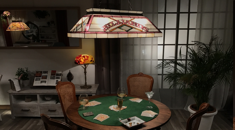 grande lampe de billard poker grandes lampes tiffany luminaires tiffany lampes tiffany. Black Bedroom Furniture Sets. Home Design Ideas